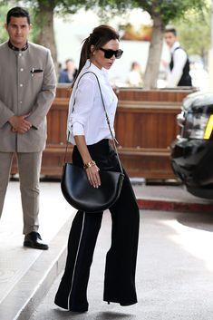De una atrevida cantante para Spice Girls a diseñadora galadornada... este es el #StyleFile de Victoria Beckham.