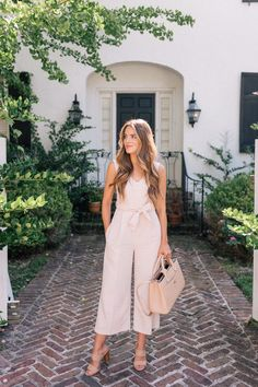 Gal Meets Glam Der Jumpsuit Club Monaco Jumpsuit, Joie Heels und Chanel-Tasche Source by designlovel Gal Meets Glam, Spring Summer Fashion, Spring Outfits, Spring Clothes, Estilo Glam, Look Fashion, Fashion Outfits, Ladies Fashion, Woman Outfits