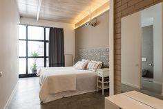 Dormitorio   Proyecto de reforma Loft Barcelona   Standal #reformaintegral #reformas #Standal #loft #camas #interiorismo #dormitorio
