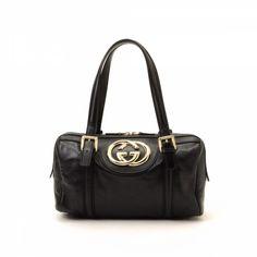 1df8e065d8f LXRandCo guarantees the authenticity of this vintage Gucci Britt handbag.