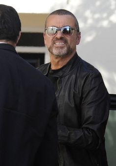George Michael Photos Photos - George Michael returns back to his home following his interview on Radio 2. - George Michael at Radio 2