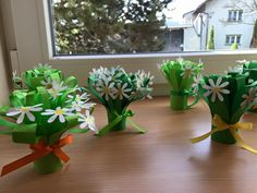 Classroom Art Projects, Easy Art Projects, Preschool Crafts, Kids Crafts, Fathersday Crafts, Paper Flowers For Kids, St Patricks Day Crafts For Kids, Diy And Crafts, Paper Crafts