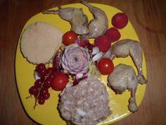 entrée festive : foie gras,cou farci et cuisses de cailles confites
