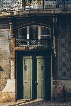 Door's in Lisbon. Portal, Lisbon City, Grades, Like A Local, Algarve, Windows And Doors, Knock Knock, Portuguese, Cool Pictures