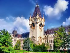 Palace of Culture in the city of Iasi, Romania Wonderful Places, Beautiful Places, Famous Castles, Future Travel, Travel Destinations, Places To Go, Scenery, County Library, National Museum