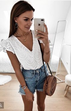 Cute simple outfits, casual outfits, cute outfits, spring summer fashion, s Mode Outfits, Casual Outfits, Fashion Outfits, Simple Outfits, Ootd Fashion, Fashion Tips, Cute Summer Outfits, Spring Outfits, White Top Outfit Summer