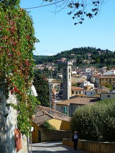 Just a short bus ride outside of Florence, #SACI field trips include beautiful #Fiesole (#Tuscany).  http://www.saci-florence.edu/17-category-study-at-saci/90-page-field-trips.php