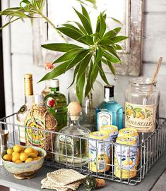 Bar Cart Ideas - There are some cool bar cart ideas which can be used to create a bar cart that suits your space. Having a bar cart offers lots of benefits. This bar cart can be used to turn your empty living room corner into the life of the party. Cozinha Shabby Chic, Mini Bar, Bar Tray, Trays, Estilo Tropical, Tropical Style, Tropical Party, Sweet Home, Gold Bar Cart