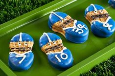 Super Bowl Desserts that'll Score Big Points on the Game Night - Hike n Dip Whichever teams you are supporting, when it's Super bowl, you got to keep your home stacked with football themed foods. Here are some Super bowl desserts. Football Treats, Football Party Foods, Football Birthday, Football Food, Football Players, Football Season, Football Cookies, Football Names, Kids Football Parties