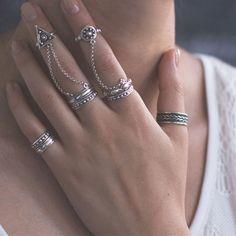 Gold Jewelry Simple, Stylish Jewelry, Boho Jewelry, Bridal Jewelry, Jewelery, Hands With Rings, Fashion Rings, Fashion Jewelry, Silver Jewellery Indian