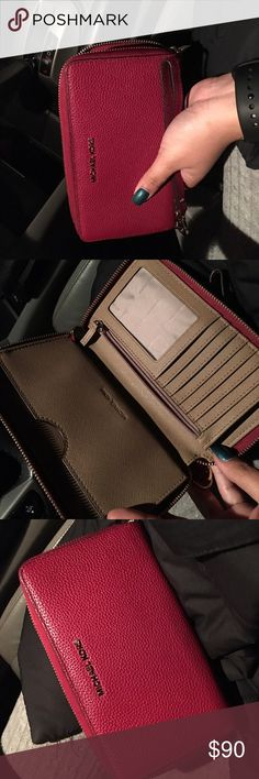 Michael Kors Wallet Used once, very good quality. Michael Kors Bags Wallets