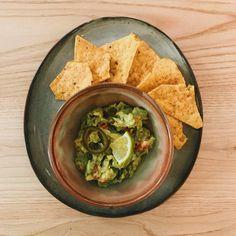 Guacamole!! Guacamole, Mexican, Pottery, Ethnic Recipes, Bowls, Food, Fonts, Ceramica, Serving Bowls