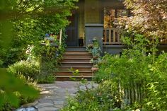 10 Ideas to Steal from Suburban Gardens