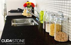 Granito Negro Angola CUPA STONE, de fondo negro cristalino, perfecto para acabado pulido en encimeras | #granito #piedranatural #cocina #decoración #interiores