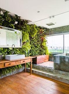 Create the bathroom while making a tropical oasis Outdoor Bathrooms, Dream Bathrooms, Bathroom Interior Design, Interior Decorating, Interior Tropical, Garden Bathroom, Vertical Garden Wall, Toilet Design, Plant Wall