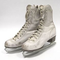 1971 my first boyfriend taught me to ice skate I was in 7th grade