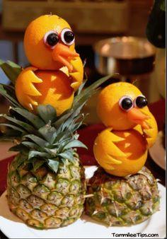 Amazing fruit animals on the Golden Princess - Food Carving Ideas Fruits Deguises, Best Fruits, Fruits And Vegetables, Fruits Basket, Fruit Sculptures, Food Sculpture, Veggie Art, Fruit And Vegetable Carving, Veggie Food