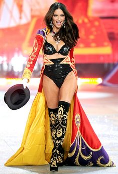 Here you can see adriana lima wearing red, yellow and blue. with a base of black Adriana Lima VS Fashion show Adriana Lima Body, Adriana Lima Victoria Secret, Victoria Secret Angels, Victoria Secrets, Adriana Lima Outfit, Adriana Lima Workout, Alessandra Ambrosio, Vs Lingerie, Lingerie Models