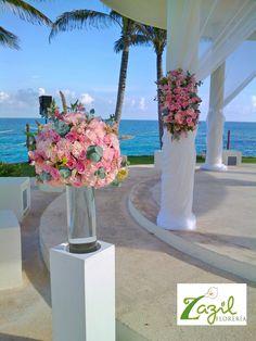 #cancunfloraldesign #cancunweddingflowers #pinkweddings #mayanrivieraweddings #beachweddings Contact us: ventas@floreriazazil.com