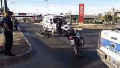 Fuerte impacto en una moto que habría cruzado en rojo: Ocurrió ayer por la tarde sobre la avenida Paraguay, a la altura de la empresa Coca…