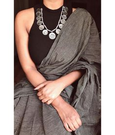 Ideas Dress Casual Party Outfit Classy For 2019 65 Ideas Dress Casual Party Outfit Classy For 2019 Sari Design, Sari Blouse Designs, Dress Indian Style, Indian Dresses, Indian Wear, Casual Party, Indische Sarees, Saree Jewellery, Silver Jewellery