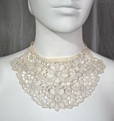 1920s cotton lace bib necklace