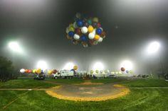 Viagem com um balão feito de bexigas acaba após 12 horas