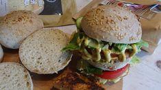 Hamburger zsemle cukkini hússal 4db Hamburger, Hot Dog, Chicken, Ethnic Recipes, Free, Burgers, Chili Dogs, Sausage, Cubs