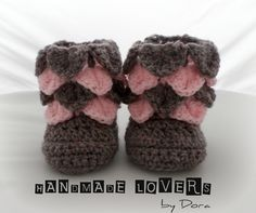 Crocodile stitch baby booties http://www.handmadelovers.org/Crocodile_stitch_baby_booties/p2043631_14545997.aspx