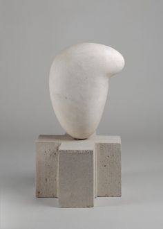 Constantin Brancusi (1876 - 1957) Eileen Lane 1923 Onyx blanc, pierre 28,1 x 21,5 x 13 cm