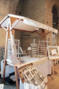 Beautiful craft show table set up.  No instructions at link but its a great use of space and looks fairly compact for transportation.