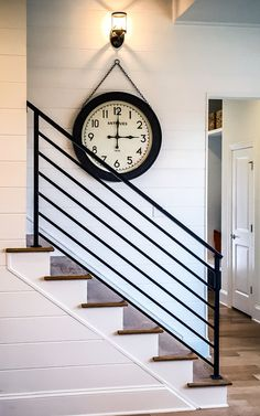 The Next Level: 14 Stair Railings to Elevate Your Home Design : Fascinating stair railing examples to refresh your home Stairway Railing Ideas, Indoor Stair Railing, Exterior Stair Railing, Modern Stair Railing, Wrought Iron Stair Railing, Stair Railing Design, Staircase Railings, Modern Stairs, Banisters