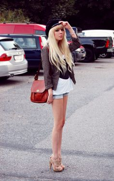 Hey lookbookers, I'm blonde again. (by Shelley Mulshine) http://lookbook.nu/look/1020944-Hey-lookbookers-I-m-blonde-again
