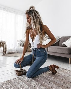 Are you tired of promoting products that rarely sell everyday? Well, if you are looking for the most unique guaranteed income system that'll literally change your life from to 3 k/MO without elep (Top Moda Shoes) Mode Outfits, Casual Outfits, Fashion Outfits, Womens Fashion, Fashion Trends, Cute Jean Outfits, Latest Fashion, Spring Summer Fashion, Spring Outfits