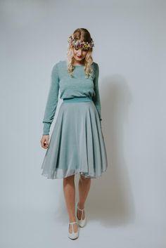 Ideal für festliche Anlässe: Leichtes Chiffon-Kleid in pudrigem Taubenblau mit einem lässigen Feinstrickoberteil/ elegant chiffon dress with a knitted top in dove blue made by Ave-evA via DaWanda.com