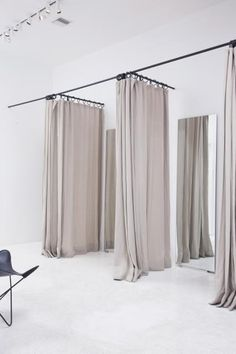 Adorable Curtains For Dressing Room Designs with 163 Best Fitting Rooms Images On Home Decor Retail Interior Boutique Design, Boutique Decor, Boutique Ideas, Bridal Boutique Interior, Deco Studio, Store Layout, Store Interiors, Shop Fittings, Changing Room