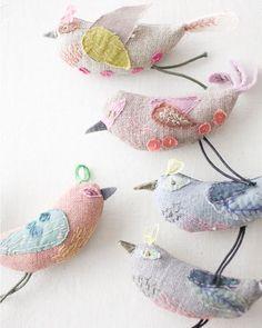 Little linen birds - soft sculpture Fabric Birds, Fabric Art, Fabric Crafts, Sewing Crafts, Sewing Projects, Paper Birds, Felt Birds, Toy Art, Bird Crafts