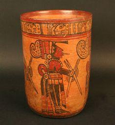Museo Chileno de Arte Precolombino » Vaso con representación pictórica - Cerámica. Periodo: Clásico Tardío 300 - 900 d.C. Estilo Copador.