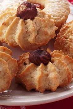 Nøtteroser - her har du oppskriften! Baking Recipes, Cookie Recipes, Snack Recipes, Snacks, Norwegian Food, Norwegian Recipes, Sweets Cake, Small Cake, Gluten Free Cakes