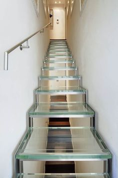 A #Genova #scala in #vetro e #acciaioinox. In #Genoa a #staircase of #glass and #stainlesssteel #madeinitaly http://ift.tt/29YoeHj