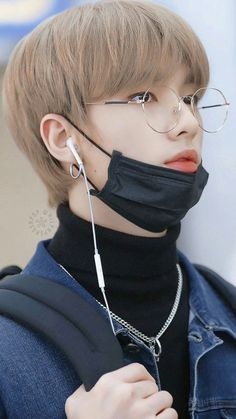 Check out Stray Kids @ Iomoio Taehyung, K Pop, Images Gif, Felix Stray Kids, Stray Kids Chan, Jolie Photo, Lee Know, Kpop Boy, Models