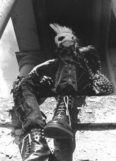 Punk Punk Guys, Anarcho Punk, Crust Punk, Punk Looks, Post Apocalyptic Fashion, Post Apocalypse, Punk Art, Pastel Goth, Grunge