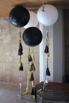 Cute idea for a black and gold graduation party! Cute idea for a black and gold graduation party! Black Gold Party, Black White Parties, Black White Gold, Red Gold, Big Black, Giant Balloons, Black Balloons, Number Balloons, 30th Birthday Parties