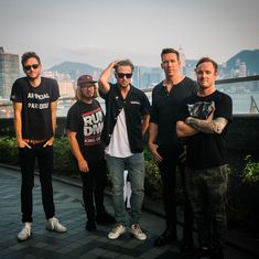 """42.5 mil Me gusta, 249 comentarios - @onerepublic en Instagram: """"Wish we had more time in Hong Kong but we will be back. See you again. …"""""""