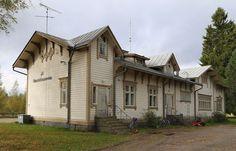 Ähtäri rautatieasema takaa. kuva Jarmo Pyytövaara Beautiful Buildings, Old Houses, Ship, Cabin, Mansions, House Styles, Vintage, Home Decor, Finland