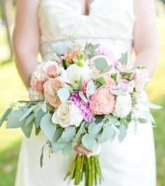 Beautiful garden style bouquet. Loose, open roses with dahlias and lilacs with TONS of seeded euc. Lovely! #wedding #bouquet