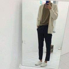 Korean Fashion Trends you can Steal – Designer Fashion Tips Fashion Wear, Look Fashion, Mens Fashion, Fashion Outfits, Moda Indie, Stylish Men, Men Casual, Style Ulzzang, Boy Outfits