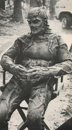 That is Dick Durrock, as Swamp Thing in between takes. Ray Wise played the scientist before he was changed into Swamp thing. Loved the sequel. And the TV series. Sci Fi Movies, Scary Movies, Old Movies, Famous Movies, Horror Icons, Horror Films, Swamp Thing 1982, Swamp Thing Movie, Black Lagoon