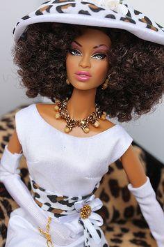 (via Wild beauties Barbie I, Black Barbie, Barbie World, Barbie Clothes, Barbie Gowns, Beautiful Barbie Dolls, Pretty Dolls, Afro, Fashion Royalty Dolls