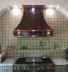 Hand-crafted Copper Kitchen Vent Hood #luxuryinteriordesign #gorgeouskitchen #kitchendesign #cookinginstyle #luxuryhomes #beachsheetmetal